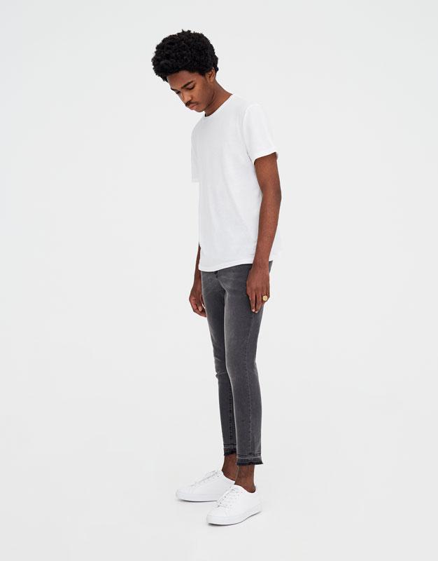 Серые джинсы суперскинни