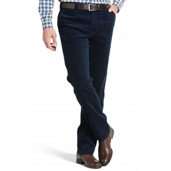 Синий цвет брюк на основе вельвета
