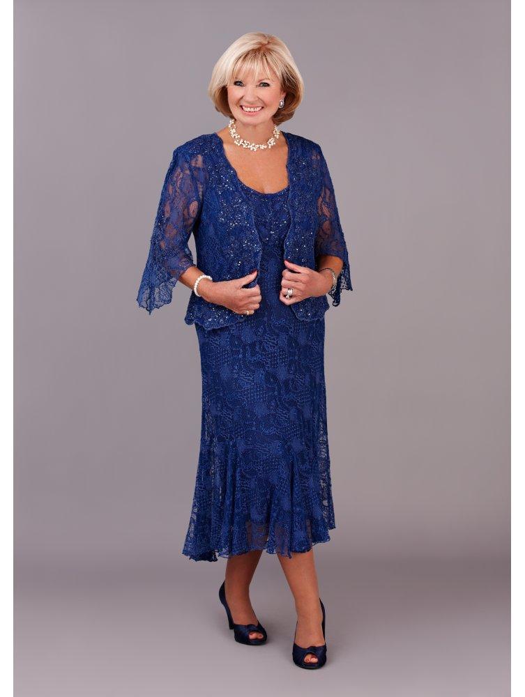 Стильная женщина в синем