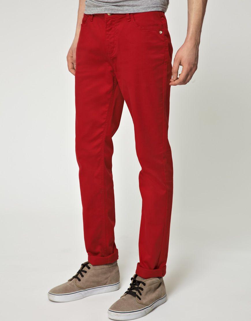 Стильный мужчина в джинсах