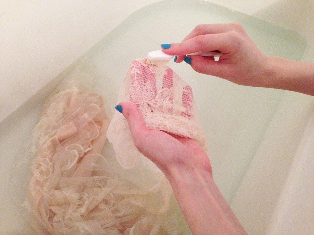Стирка свадебного платья в ванне