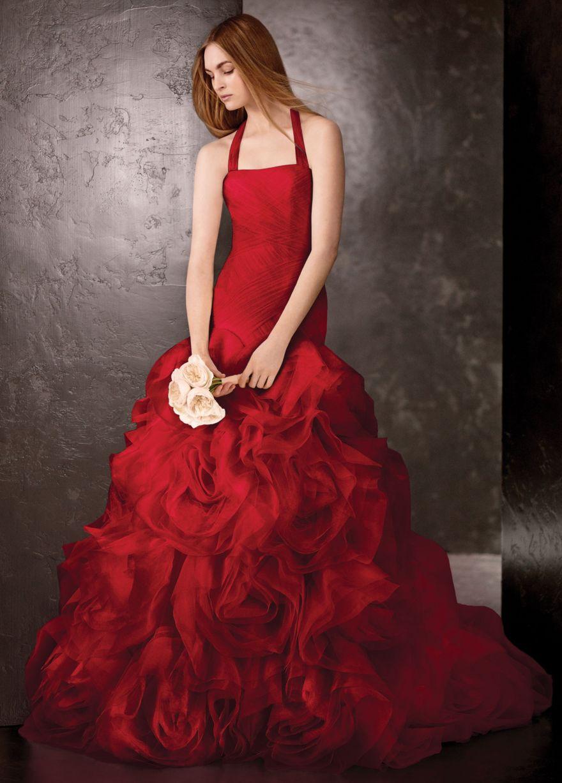 Свадебное платье красного цвета