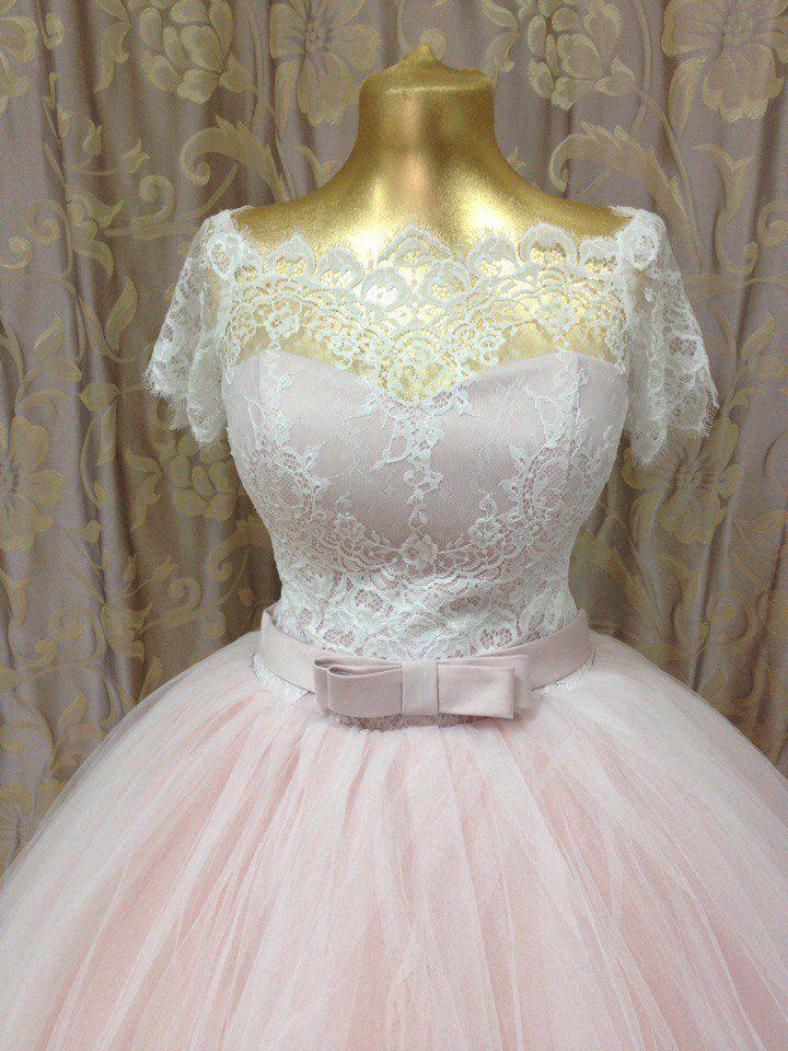 Свадебное платье пудрового цвета для изящной девушки