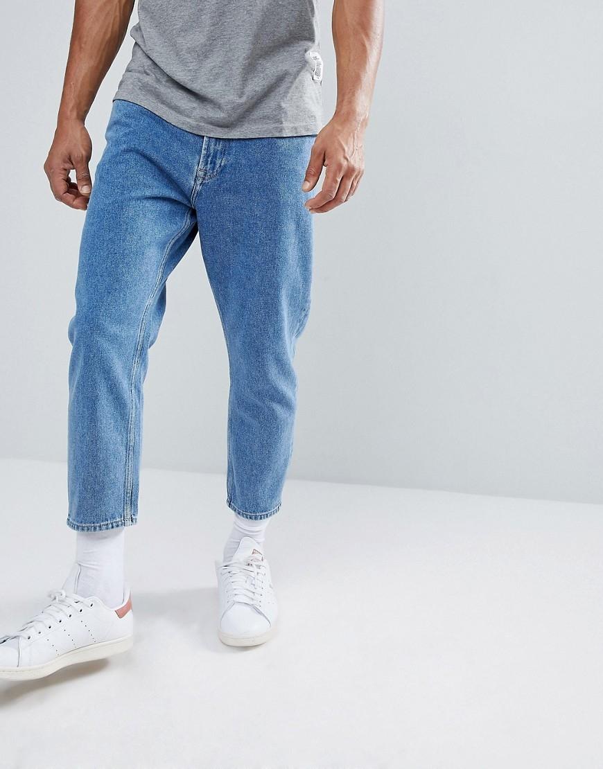 Свободный крой современных джинсов
