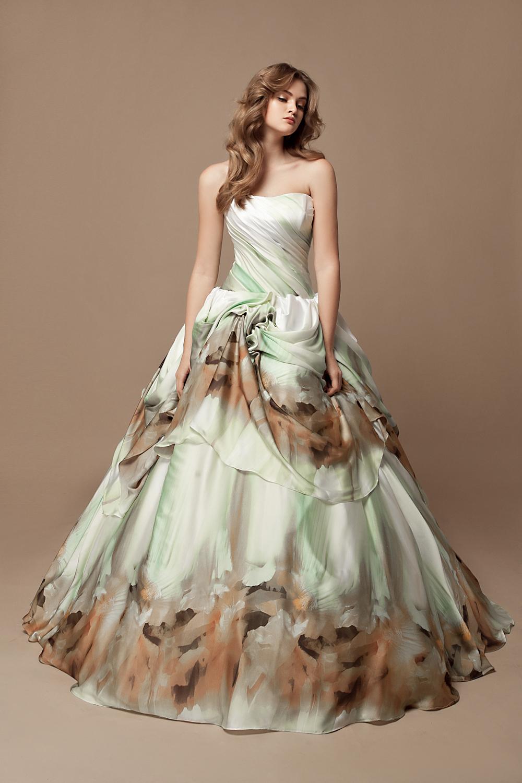 Цветочный принт свадебного наряла
