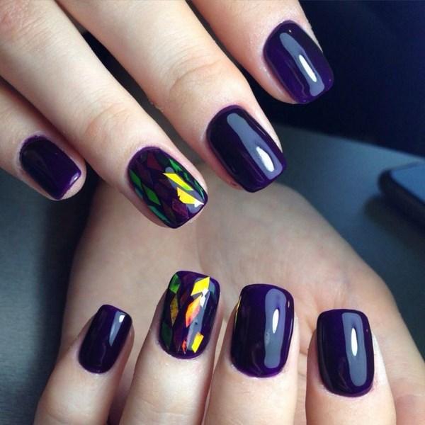 Темно фиолетовый маникюр