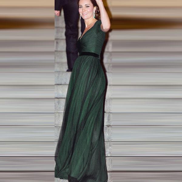 Темно-зеленое шифоновое вечернее платье с глубоким V-образным вырезом и расклешенной юбкой