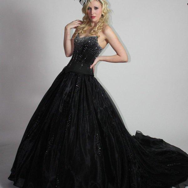 Темный оттенок платья