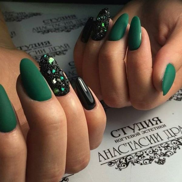 Тёмно-зелёный лак
