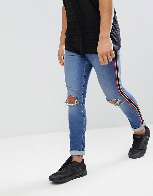Выбеленные обтягивающие джинсы с потертостями и полосками