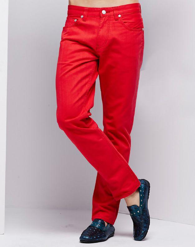 Яркий цвет штанов