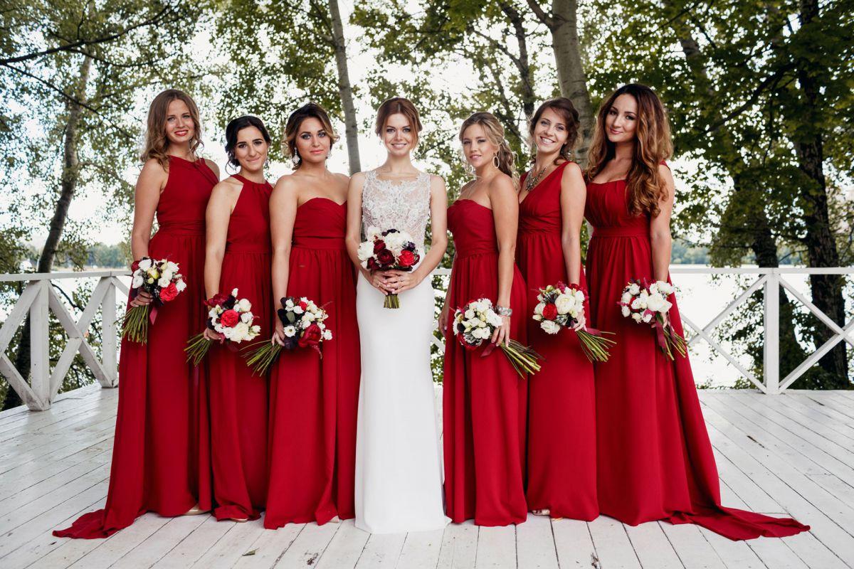 Ярко-красные платья