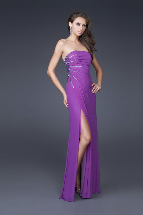 Женское пурпурное вечернее платье с украшением