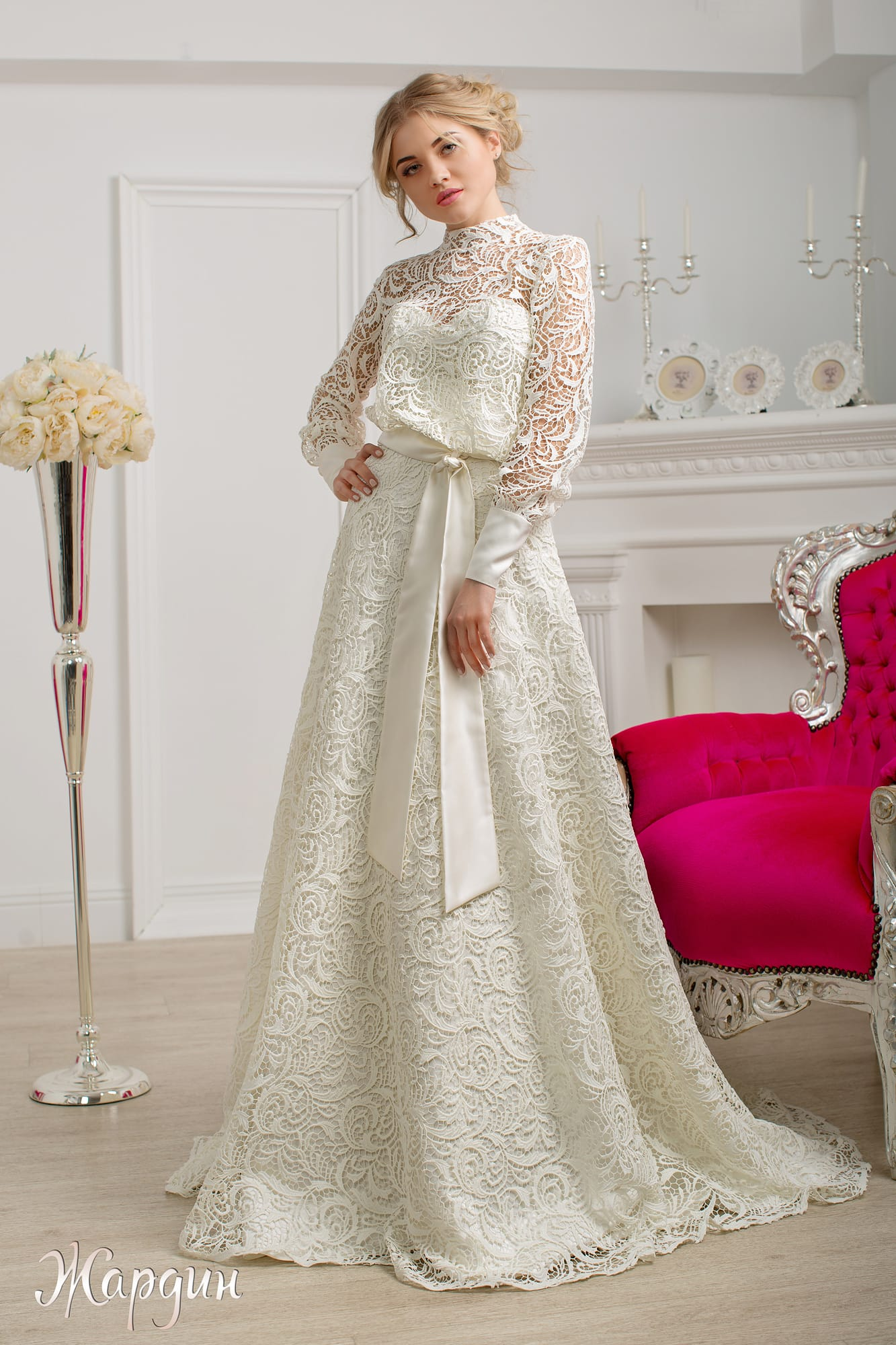 Закрытое свадебное платье с юбкой