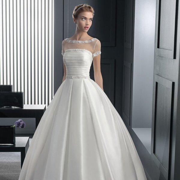 Атласное свадебное платье с корсетом