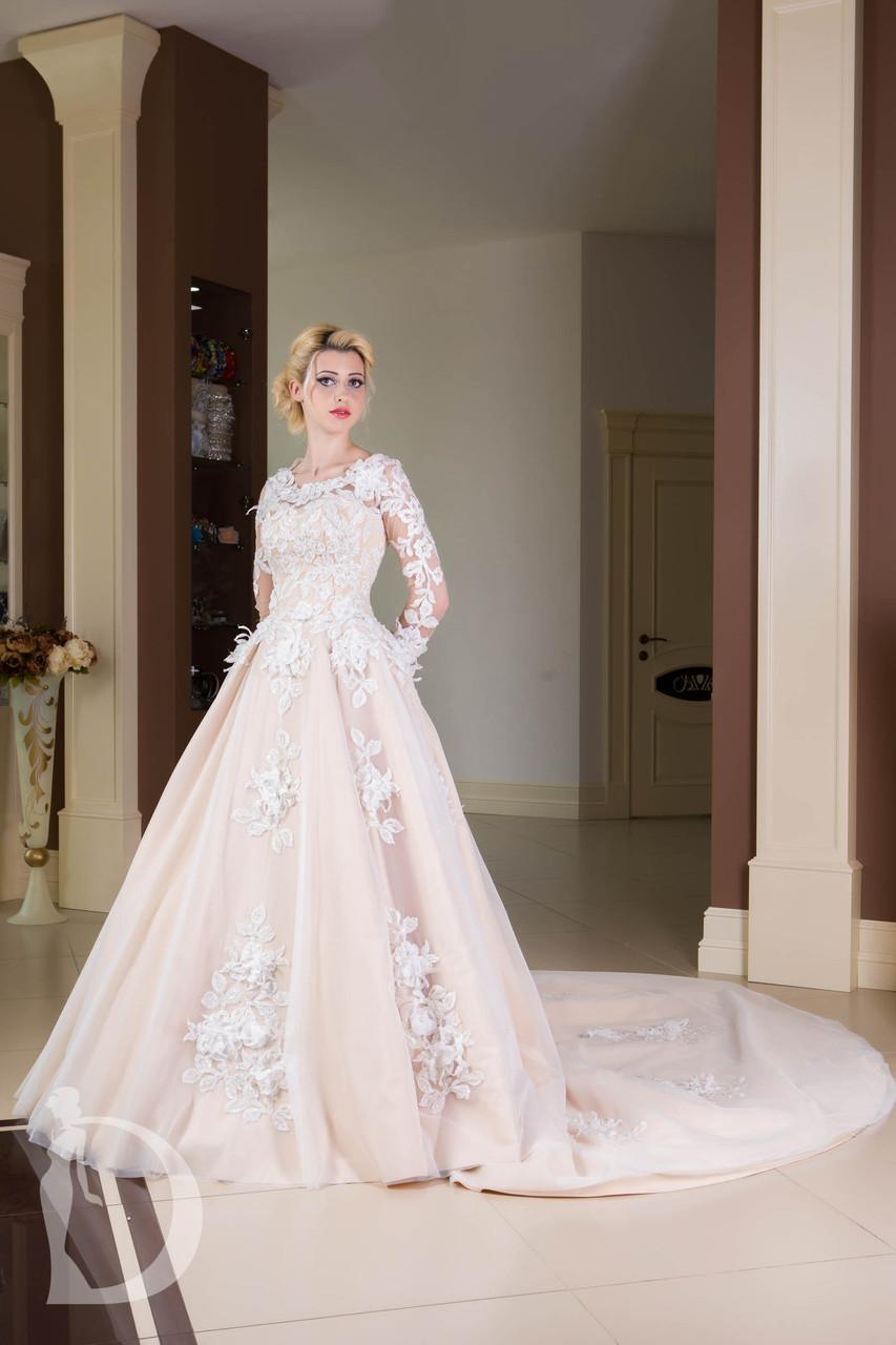 Бежевое свадебное платье для хрупкой девушки
