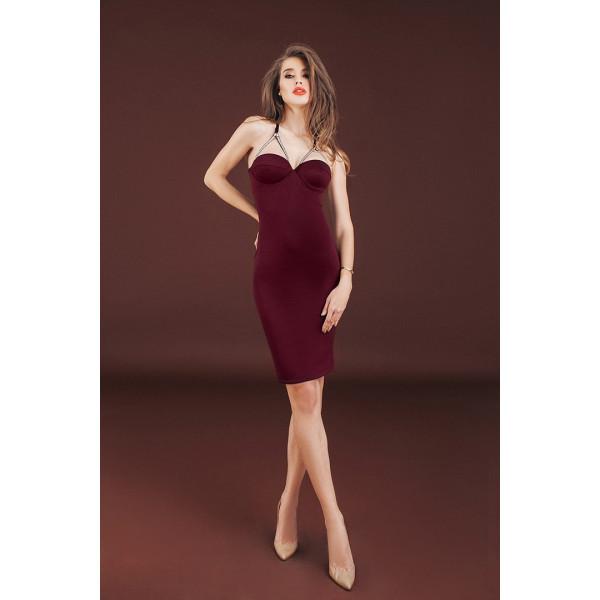Бордовый цвет женской одежды