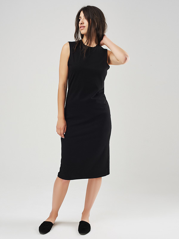 Черный цвет платья