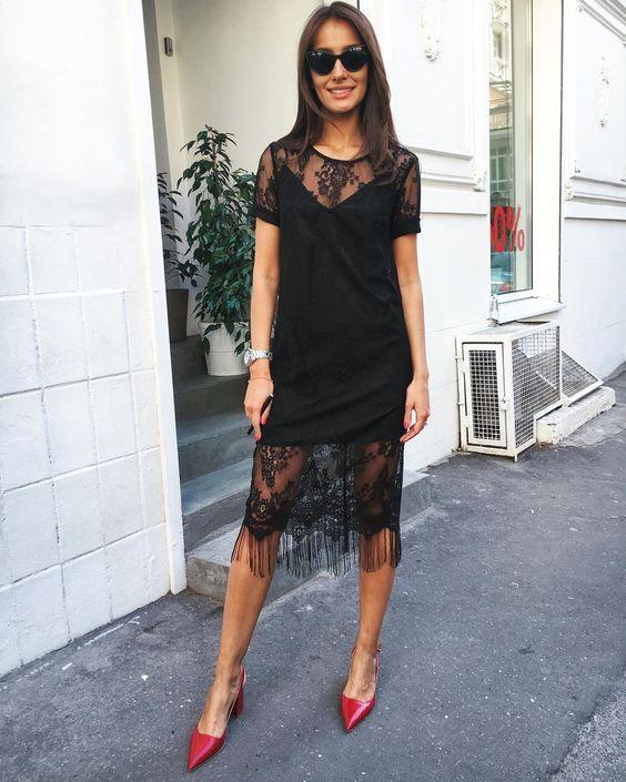 Черный цвет простого платья