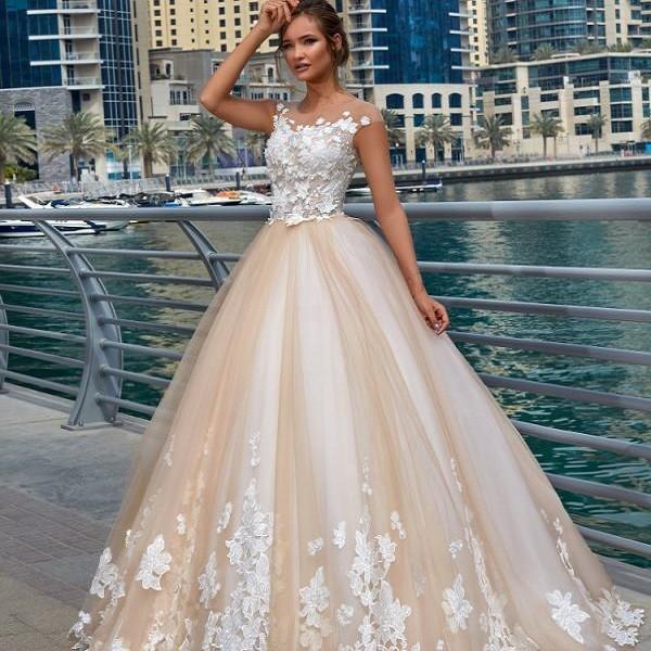 Длинное свадебное платье цвета теплый беж