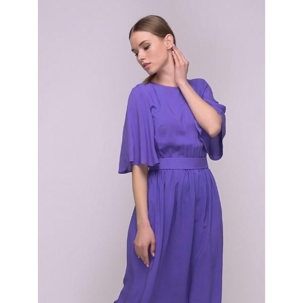 Фиолетовое платье с вырезом и завязкой на спинке