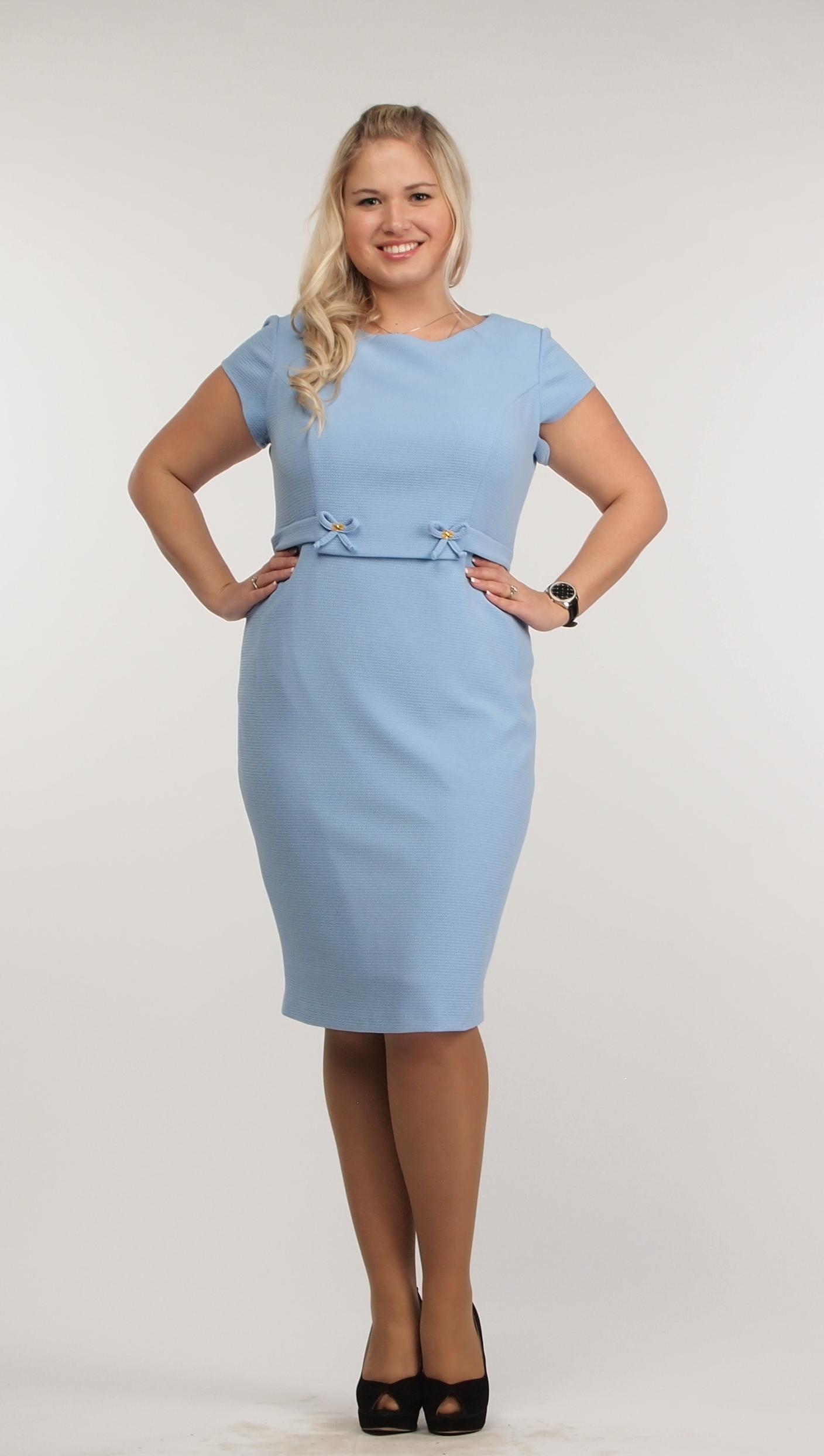 Голубое платье с завышенной талией