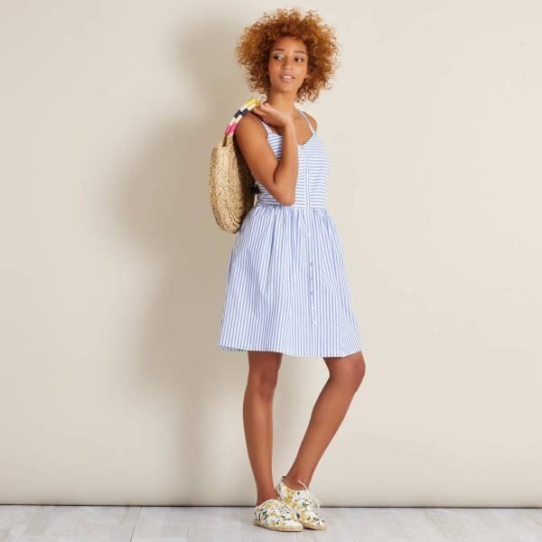 Голубое платье в полоску