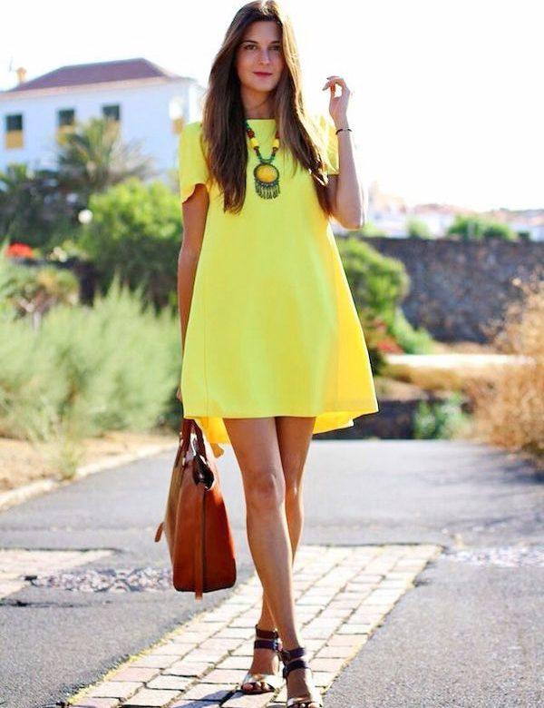 Как носить платье-трапецию желтого цвета