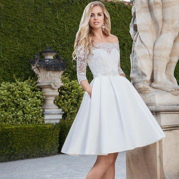 Короткое кружевное свадебное платье А-силуэта