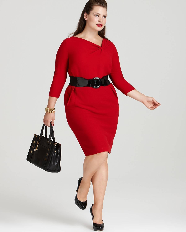 Красное платье-футляр для полных с аксессуарами