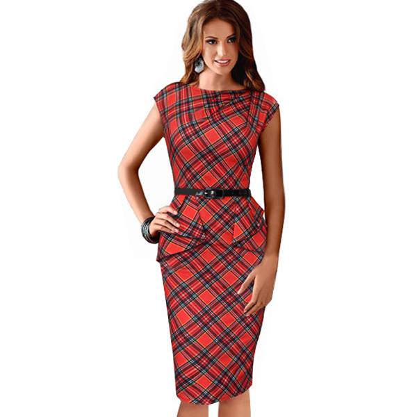 Красное платье-футляр в шотландскую клетку с баской