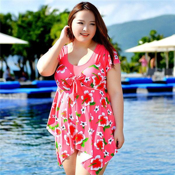 Купальное платье с трапециевидной асимметричной юбкой