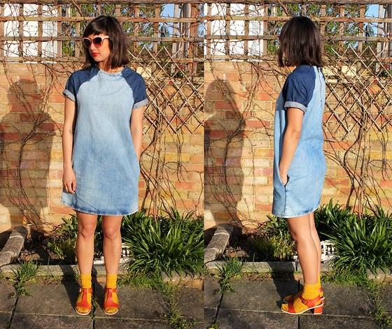Модное платье на основе деним