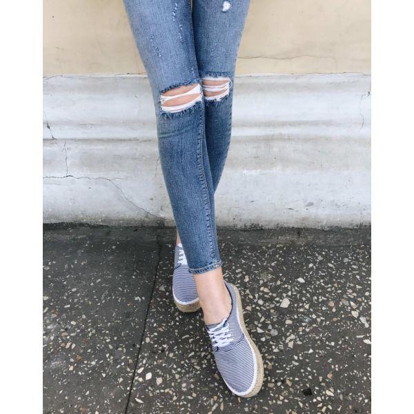 Молодежные удобные джинсы