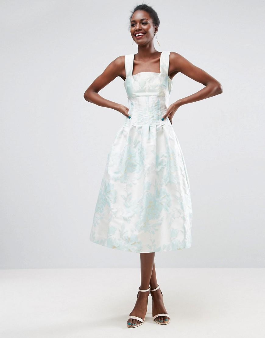 Невеста в платье миди