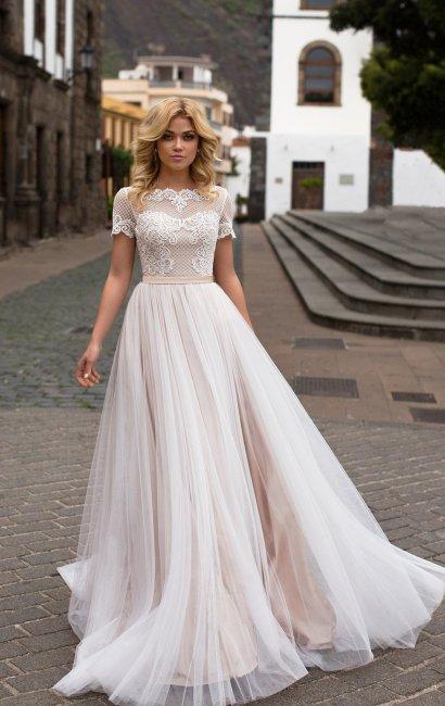 Нежно-бежевое фатиновое платье