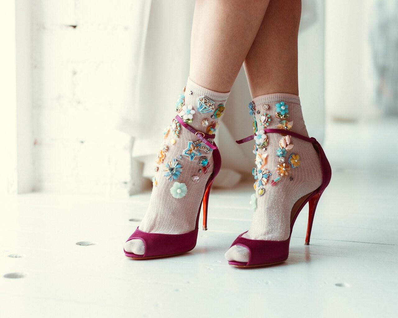 Носки с расшитыми туфлями