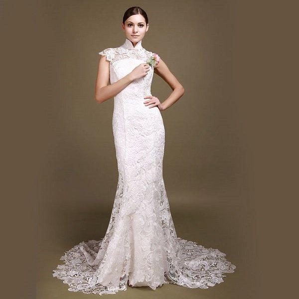 Оригинально смотрится платье, выполненное целиком из ирландского кружева