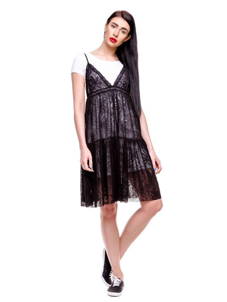 Платье-футболка с кружевными вставками черного цвета