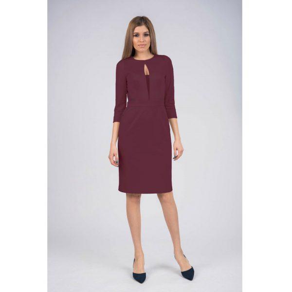 Платье-футляр бордовое с оригинальным вырезом