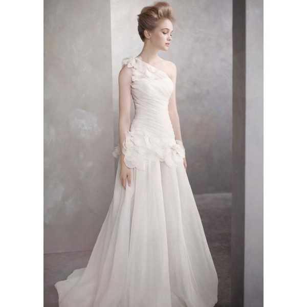 Платье с рукавом через плечо