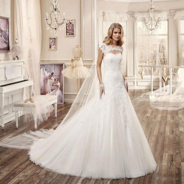 Примеры красивых свадебных платьей со шлейфом и открытой спиной на современную свадьбу