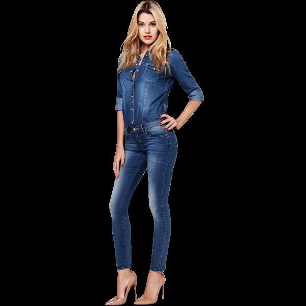 Простые синие джинсы