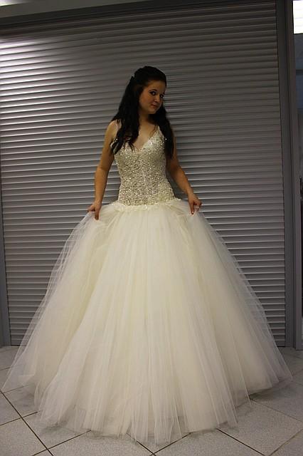 Пышное платье айвори с юбками из фатина