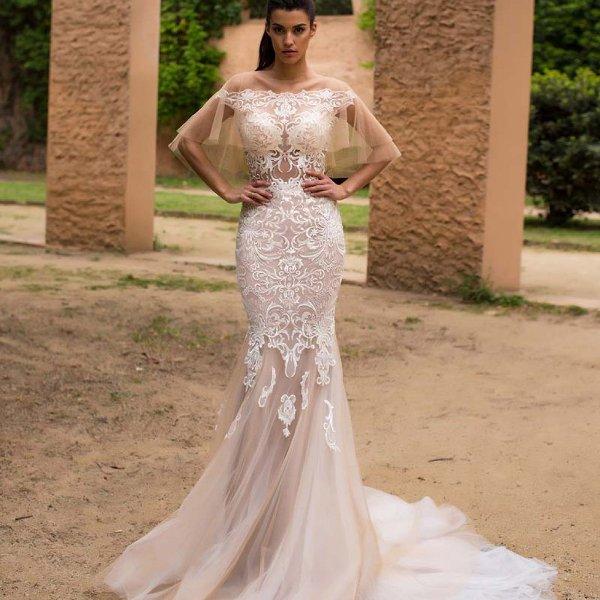 Розовое свадебное платье рыбка с кружевами