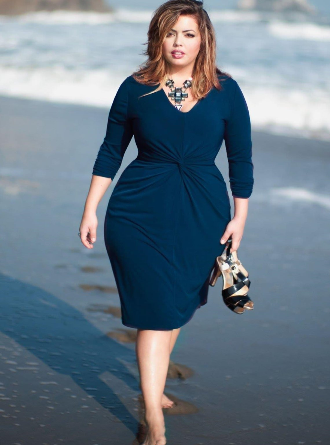 Синий цвет платья