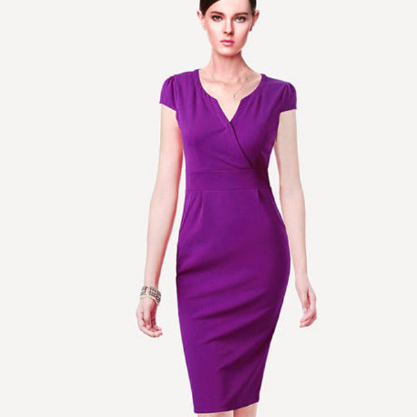 75273a19bb8 Сиреневое платье-футляр ниже колен с фигурным вырезом
