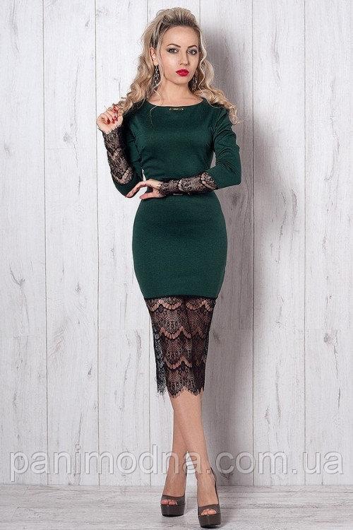 Супер-модное вечернее платье-футляр с гипюром декорировано поясом