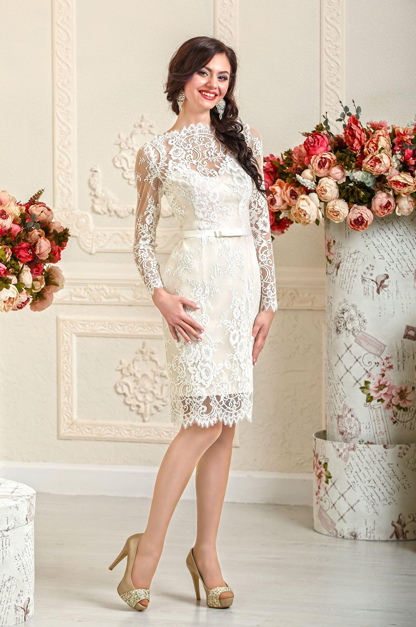 Свадебное платье силуэта «футляр»