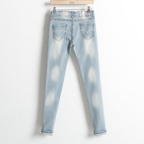 Светлые джинс с потертостями